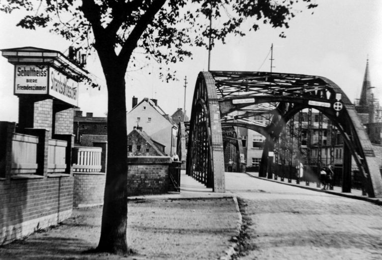 historyczny most nad wartą